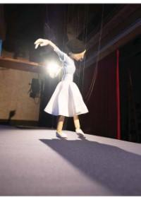 Eine Marionette lernt tanzen